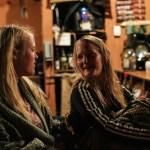 De svenske flickorna Linn og Camilla som jobbet i baren