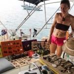 En fransk båt hadde bosatt seg i Kuna Yala og solgte hjemmelagede smykker.