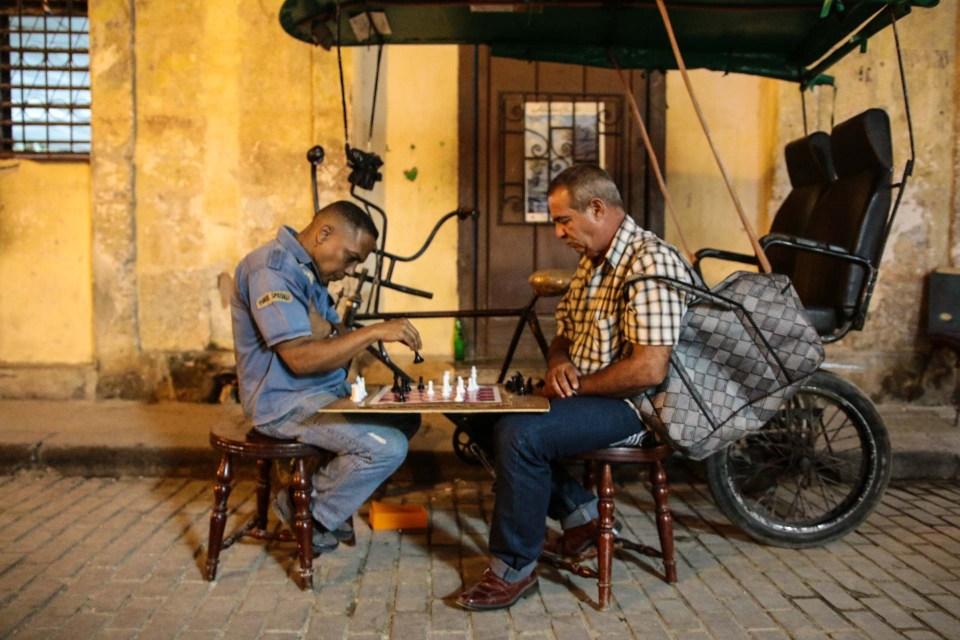 Oppfinnsomt og hypermobilt sjakkbord.