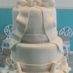 Round_White_Bows_and_Bling_Wedding_Cake_Sydneys_Sweets
