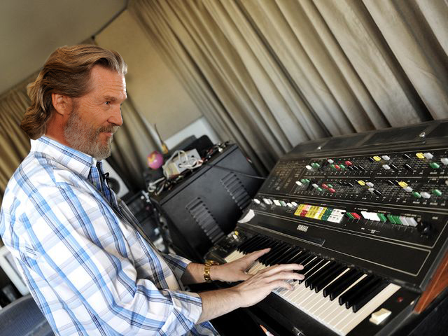 jeff-bridges-plays-cs-80