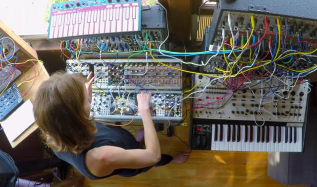 modular-synthesizers-kaitlyn-aurelia-smith