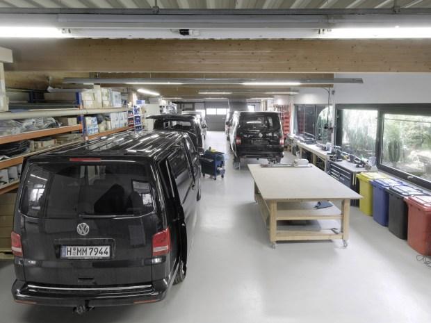 Firma Custom-Bus Camping Vans projektuje wszystkie elementy wnętrza pojazdu i produkuje je we własnym warsztacie. (Źródło: CB Fahrzeugbau GmbH & Co. KG)