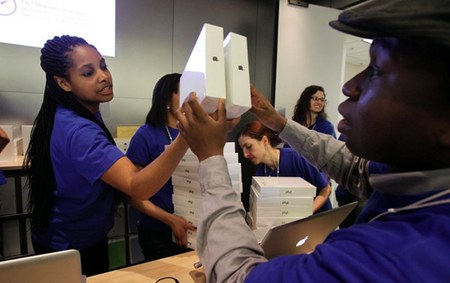 apple store employees are paid relatively well and have relatively low turnover rates, a reason to complain?