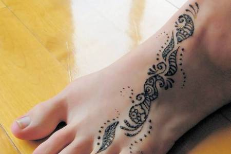 henna design tattoo on foot