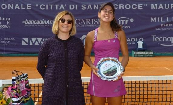 La vincitrice spagnola Guerrero Alvarez con il sindaco di Santa Croce Giulia Deidda