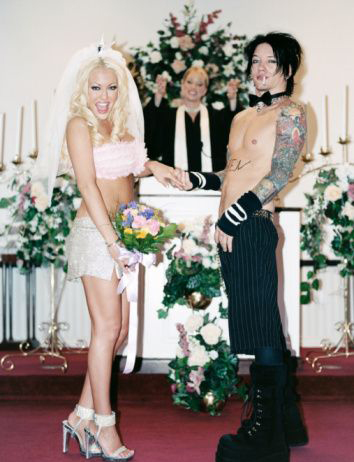 Funny Wedding Photos, punk wedding goth wedding Bad Wedding Photos, wedding photography, wedding dresses, wedding receptions, wedding chapels, honeymoon destinations, Sid & Nancy, wedding cakes, wedding toppers,