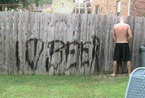 I love beer, peeing on fence, writing your name with pee, pissing on fence, funny family photos, bad family photos, strange, weird, awkward family, stupidity, horrible family, wtf