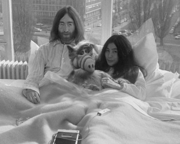 Joh & Yoko & Alf Funny Pictures Random John Lennon Yoko Ono Bed In Amsterdam in bed give peace a chance awkward family photos historical moments history important events dates in