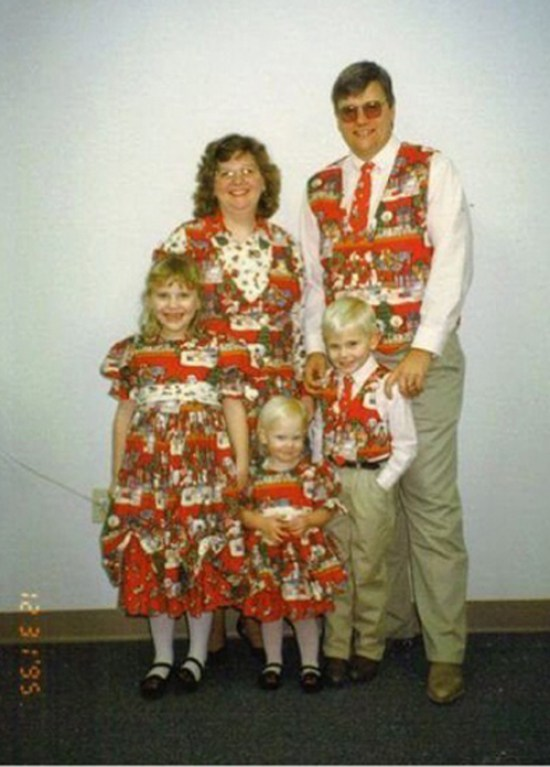 Family Dressed in Matching Clothes ~ 25 Funny, Creepy Family Christmas Photos