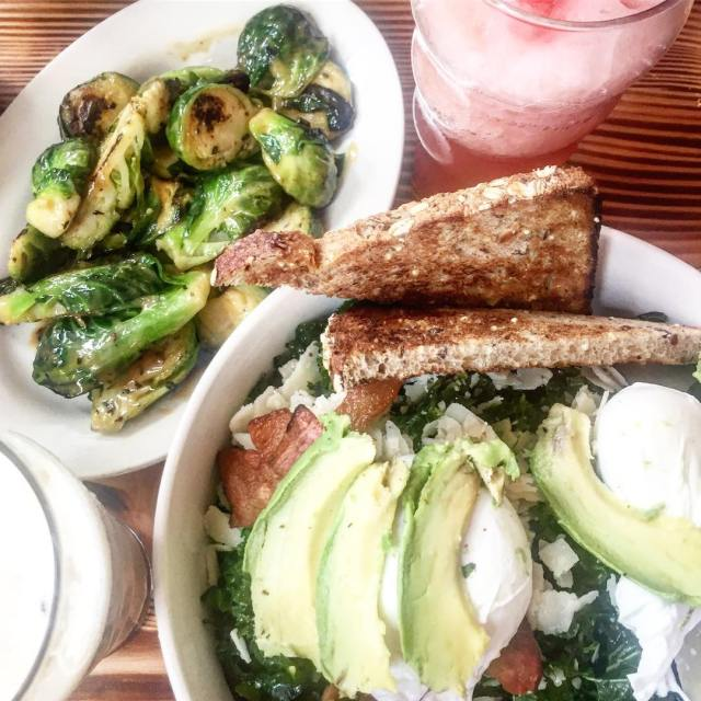breakfastgoals lots and lots of GREENS!! And some fros toohellip