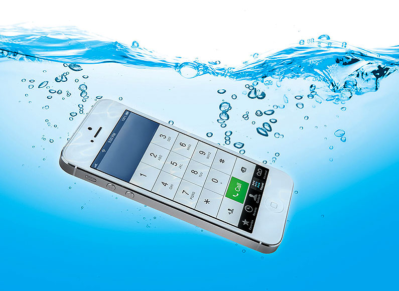 smartphone-in-water