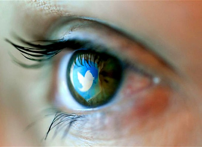 twitter-logo-in-eye