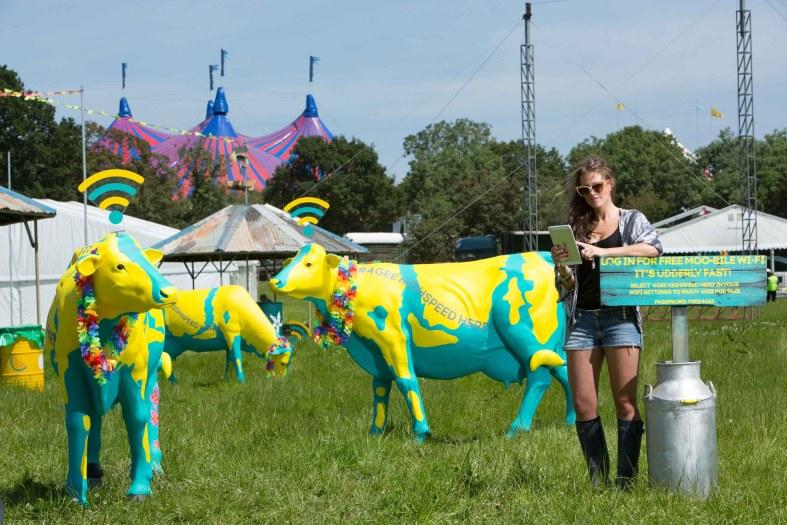 EE promises world's largest festival mobile charging operation at Glastonbury