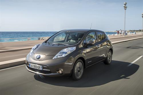 Nissan LEAF electric car upgraded with improved range for 2016
