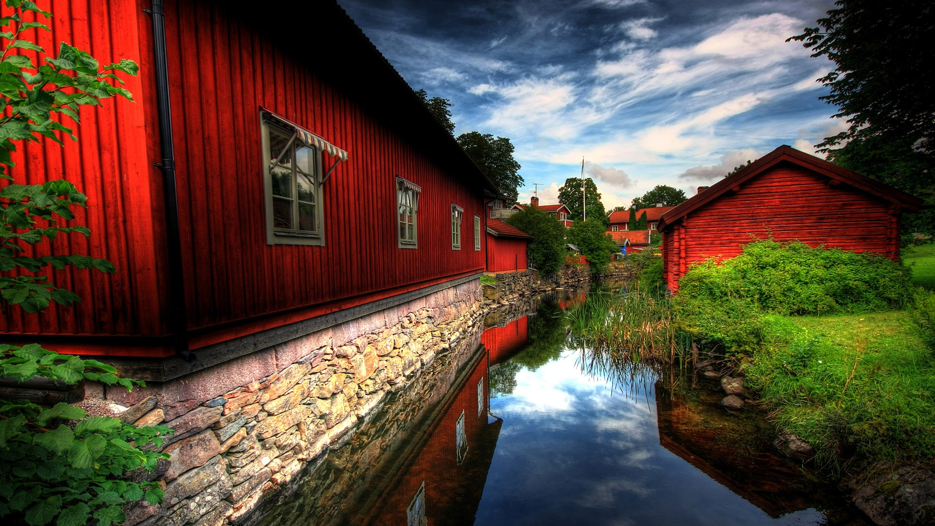 Nature red house wallpaper