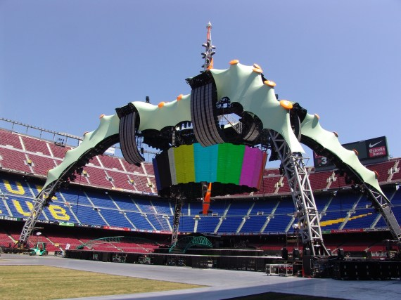 2009 U2 stage 570x427 XL Video and Barco make U2 tour a success