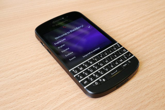 How the revolution of iPhone and Android pushed Blackberry out of its own Niche