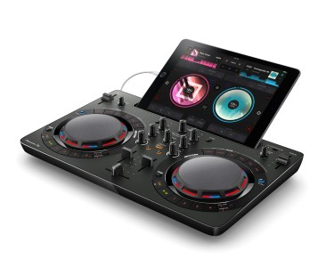 pioneer_ddj-wego4_black_angle_b_set_ipad_low_0826