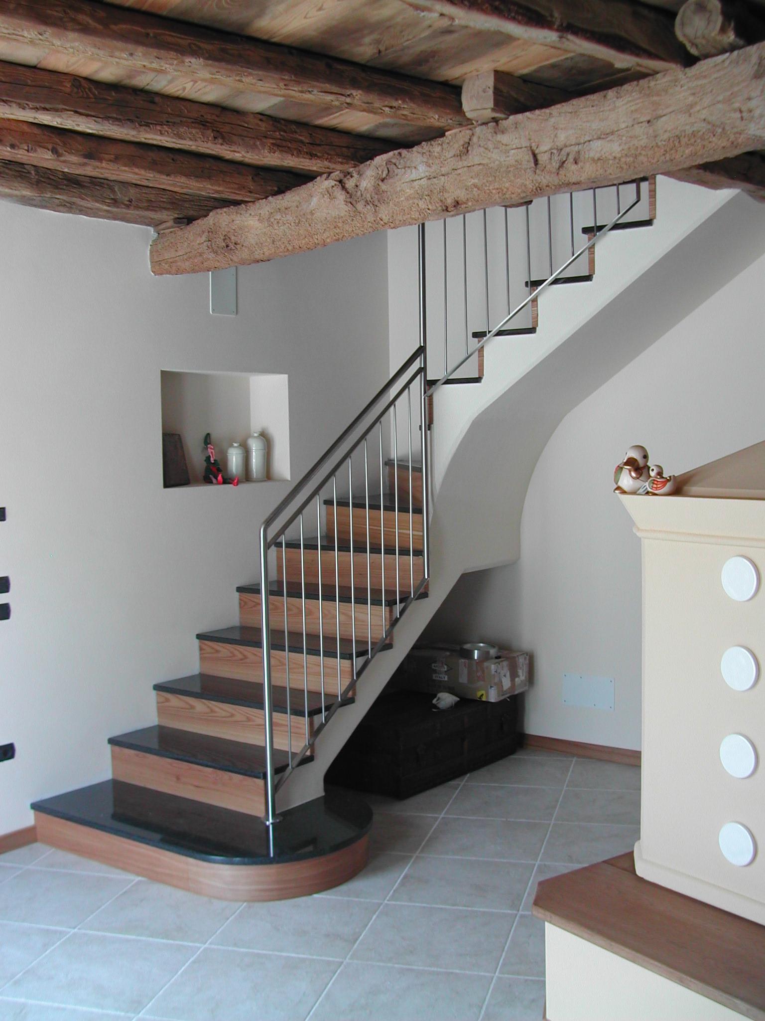 Tecos ringhiera per scala in abitazione privata tecos for Abitazioni interni