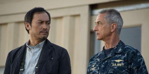 Ken Watanabe als Dr. Ishiro Serizawa and David Strathairn als Adm. William Stenz