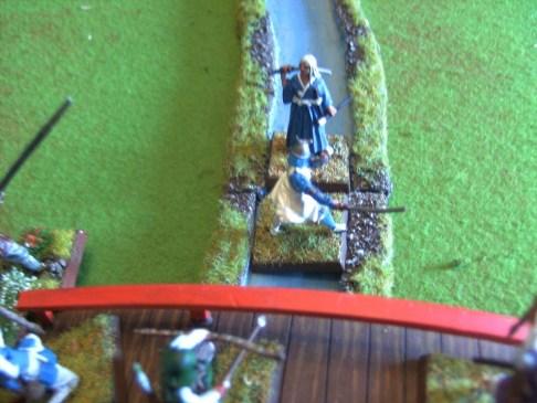 Gebannt starren die Samurai und Ashigaru auf das Duell