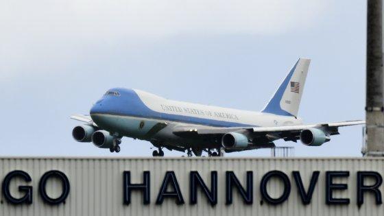 Obama è arrivato ad Hannover. Nell'agenda il trattato Usa-Ue, Libia, Russia e migranti
