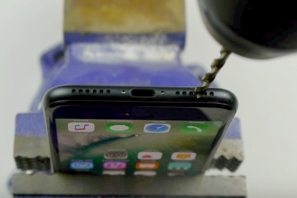 IPhone 7 non ha il jack? Fatevelo da soli!