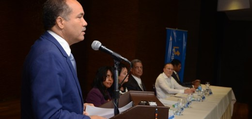 El director ejecutivo del Instituto Dominicano de las Telecomunicaciones (Indotel), ingeniero Alberty Canela, en la presentación de la Agenda Digital 2016-2020. Imagen: Indotel