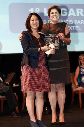 Cristina Famano, diretora de desenvolvimento de marketing da Nextel com Lia Ribeiro Dias, diretora da Momento Editorial.