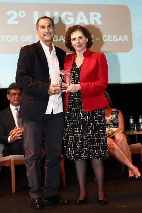 Eduardo Peixotp, executivo-chefe do CESAR e Margarida Baptista, do BNDES