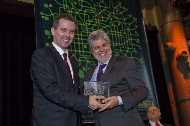Maximiliano Martinhão, secretário de Telecomunicações do MiniCom e Antonio Carlos Valente, presidente da Telefônica/Vivo