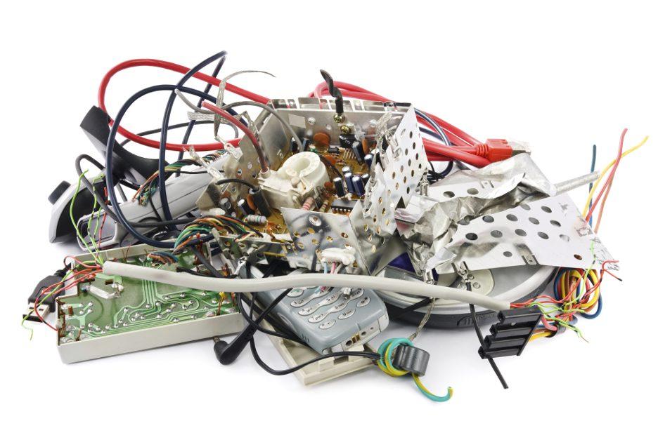 lixo-eletronico-equipamento-quebrado-internet-celular-fio-cabo-936x600