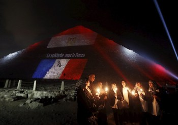 pyramidfrenchflag