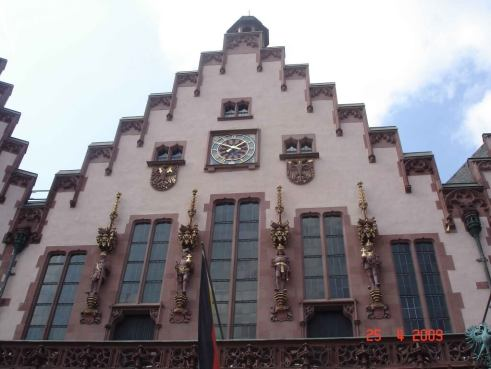 Facade-of-City-Hall has historical statues of the four Kaisersof the Holy RomanEmpire
