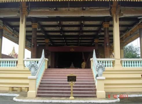 Entrance-steps-to-Phochani-Pavilion with seven headed Naga railing
