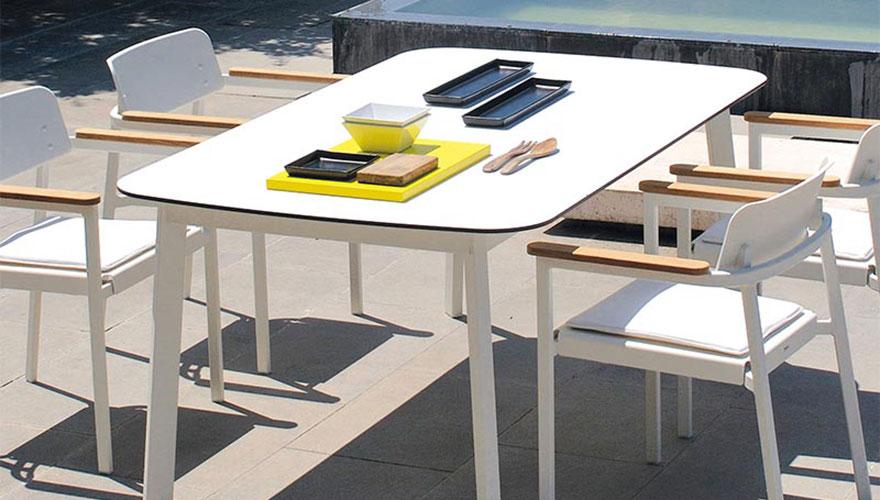 Table Shine plateau HPL et structure aluminium