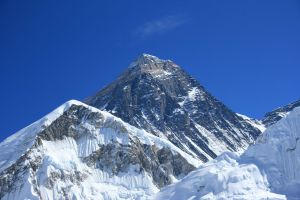 193 UN Member State Flags to Take Over Mt Everest - TexasNepal News