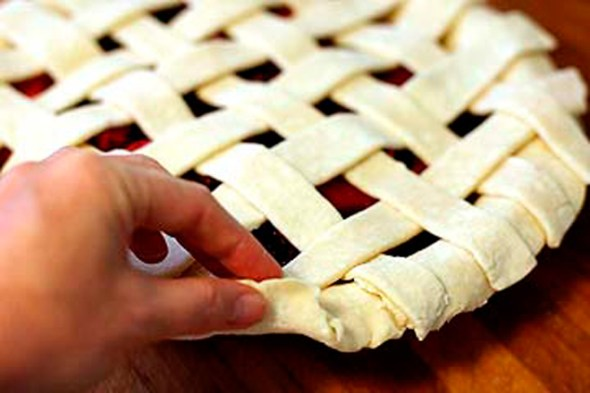 How-to-Make-a-Lattice-Top-for-a-Pie-Crust