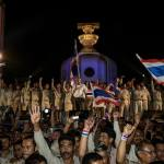 Suthep vows to shutdown Bangkok indefinitely