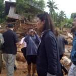 Thai PM Yingluck Shinawatra inspects damaged dyke in Sing Buri