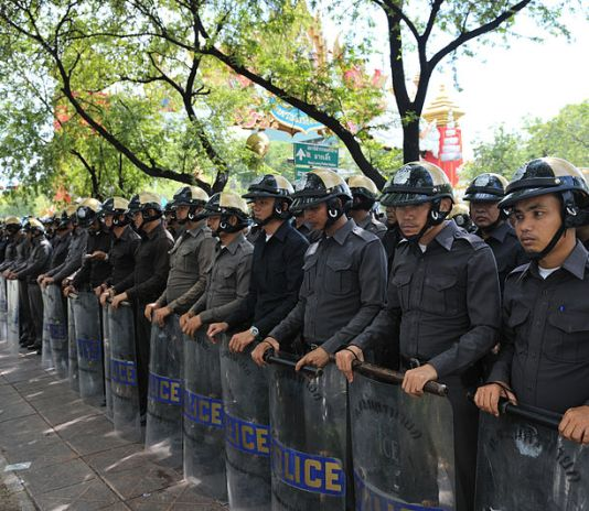 Thai police at Ratchadamnoen PAD Protest