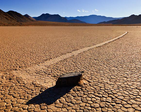 الصخور المتحركة في وادي الموت