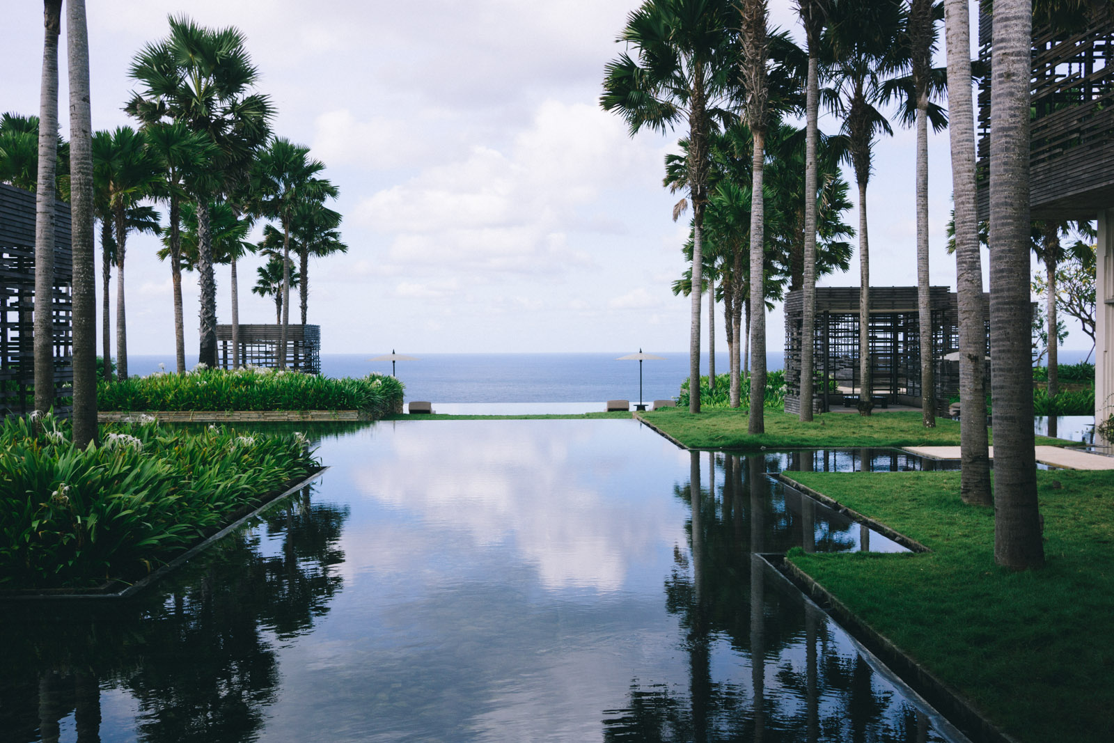 Where to stay in bali indonesia alila villas uluwatu for Luxury places to stay in bali