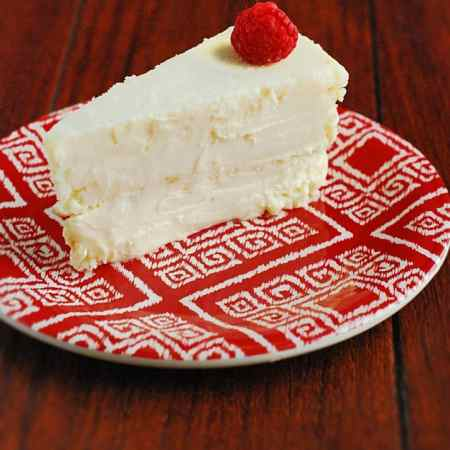 Keto Cheesecake - Moist, delicious and crustless cheesecake.
