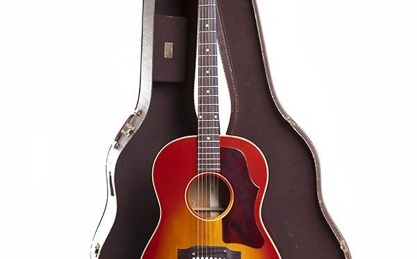 Gibson B-25                                                Folk and Blues Icon