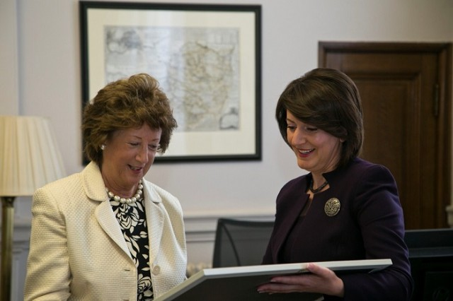 Presidentja Jahjaga takoi Baroneshën Joyce Anelay