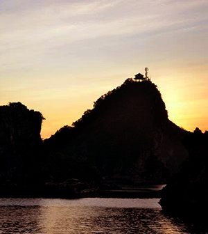 sunset-halongbay