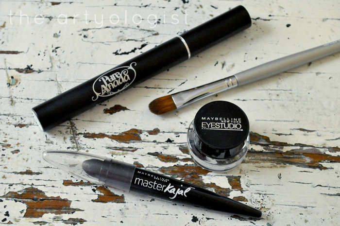 applying eyeliner, How to Create a Modern 1920's Makeup Look, the artyologist