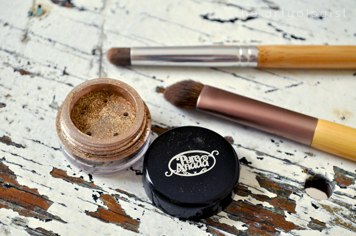gold-glitter eyeshadow, pure anada, How to Create a Modern 1920's Makeup Look, the artyologist